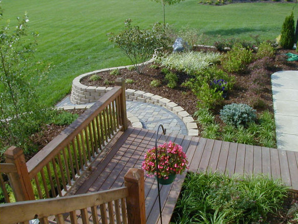 Retaining wall with paver walkway